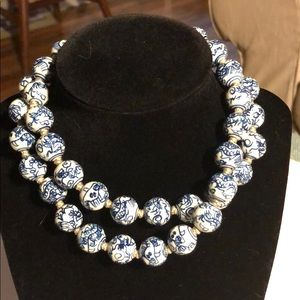 Jewelry - Vintage ceramic blue willow large bead necklace